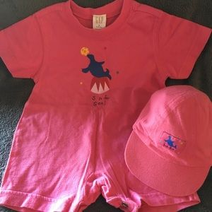 Baby Gap t-shirt romper with matching hat 🧢